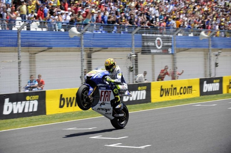 2009 MotoGP Race Report: Valentino Rossi wins at Jerez