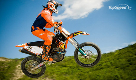 ktm 250 sx. Some might say that two-stroke dirt bikes are dead and buried,