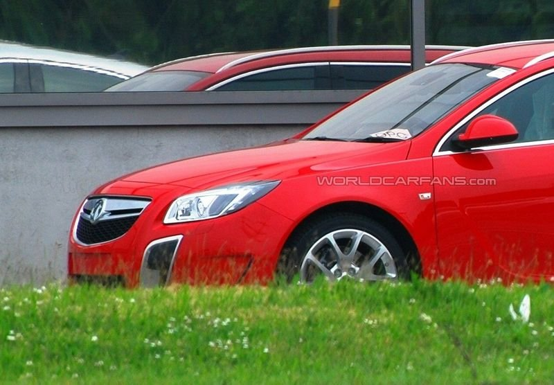 Opel Insignia OPC Sport Tourer spied in the flesh