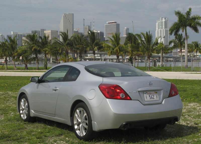 2009 nissan altima coupe 3 5 se review top speed. Black Bedroom Furniture Sets. Home Design Ideas