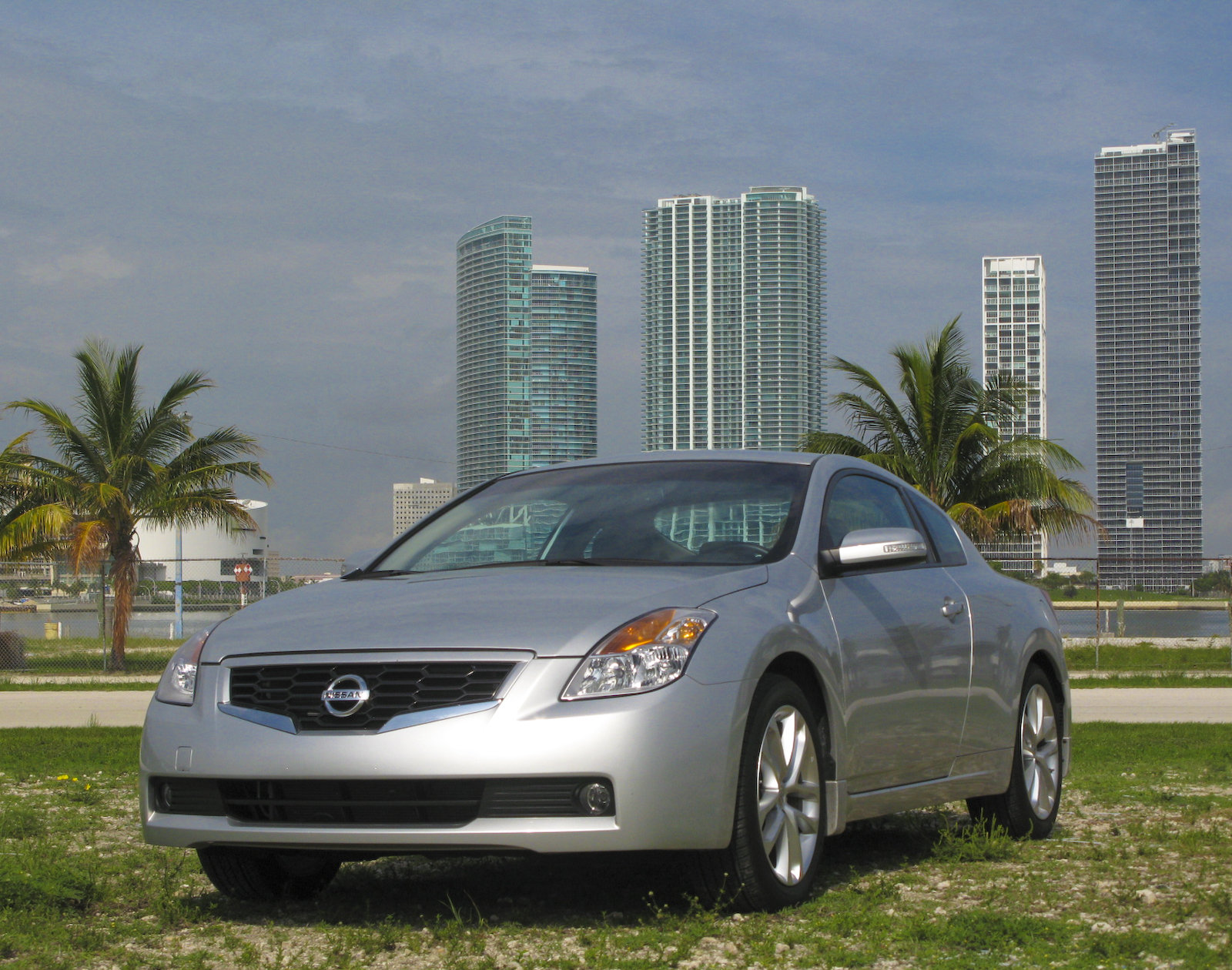 2009 Nissan Altima Coupe 3 5 Se Review Top Speed
