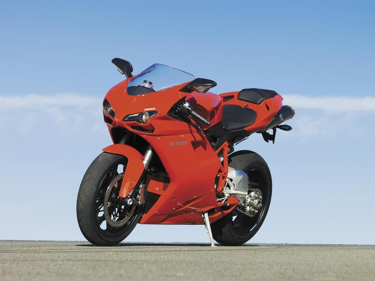 Ducati Vs Ferrari During Quot Ducs Fly South Quot Track Day