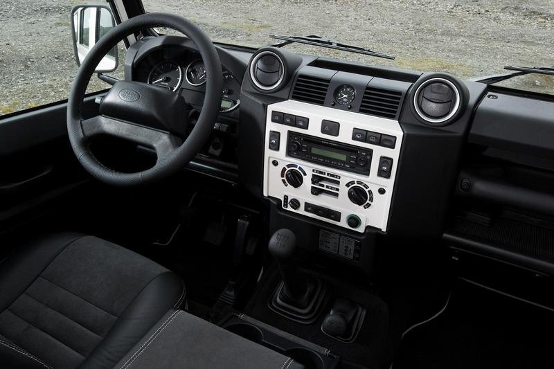 2009 Land Rover Defender Fire and Ice - image 304830