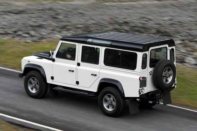 2009 Land Rover Defender Fire and Ice - image 304832
