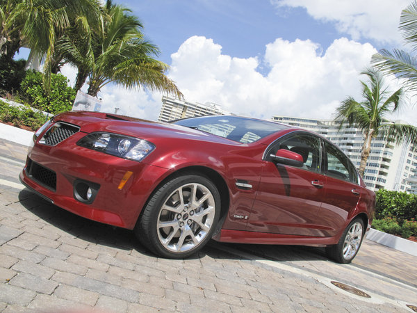 2010 pontiac g8 gxp car review top speed. Black Bedroom Furniture Sets. Home Design Ideas