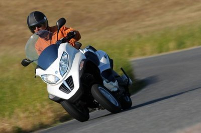Video explaining Piaggio MP3 Hybrid