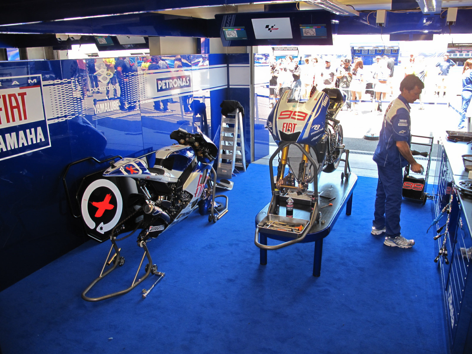 yamaha pit stop at mazda raceways picture 309940