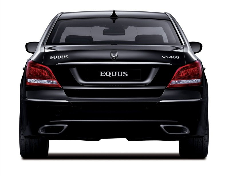 Hyundai waits until Pebble Beach to announce that the Equus flagship sedan will be sold in the U.S.