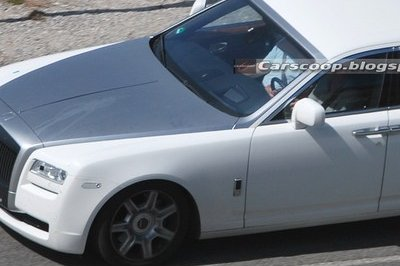 Rolls Royce Ghost spied testing with no camo