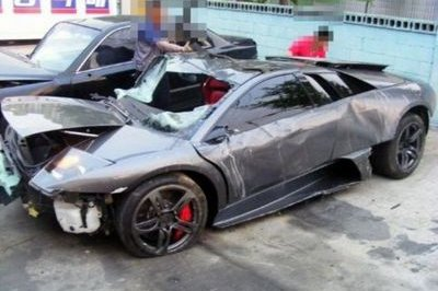 South Korean man crashes his Hyundai Sonata into a new Lamborghini Murcielago