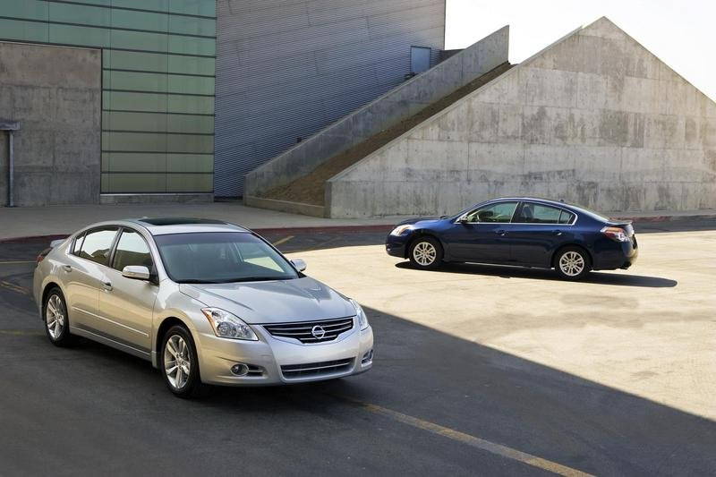 http://pictures.topspeed.com/IMG/crop/200909/2010-nissan-altima_800x0w.jpg