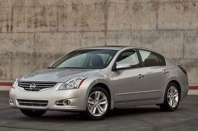 Leaked photos of the 2010 Nissan Altima