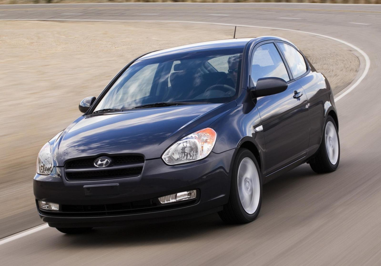 2010 hyundai accent review top speed. Black Bedroom Furniture Sets. Home Design Ideas