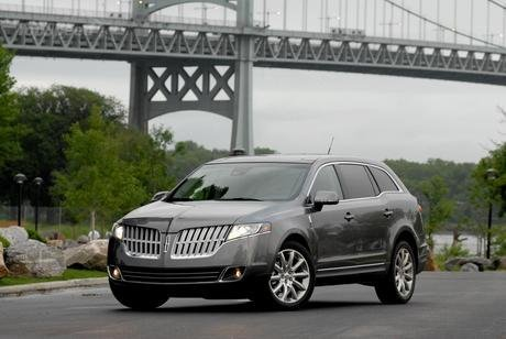 Lincoln Mkt. 2010 Lincoln MKT include: