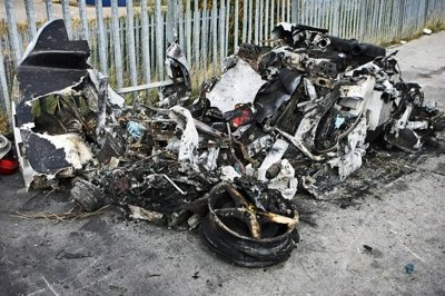 Ferrari 360 Modena crashes and burns but the driver walks away O.K. - image 326141