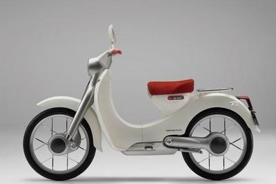 Honda's EV-Cub brags about electric power and 2WD. Communications system is on the way