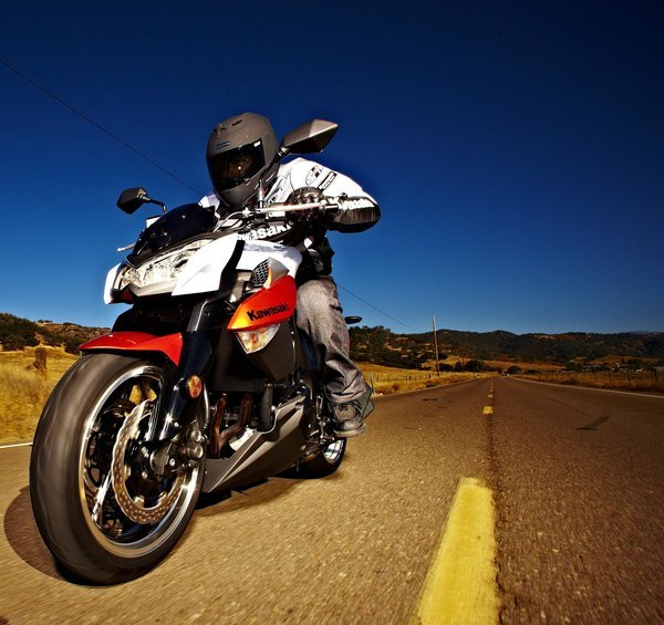 Motorcycle Review Top Speed: 2010 Kawasaki Z1000 - Picture 326475