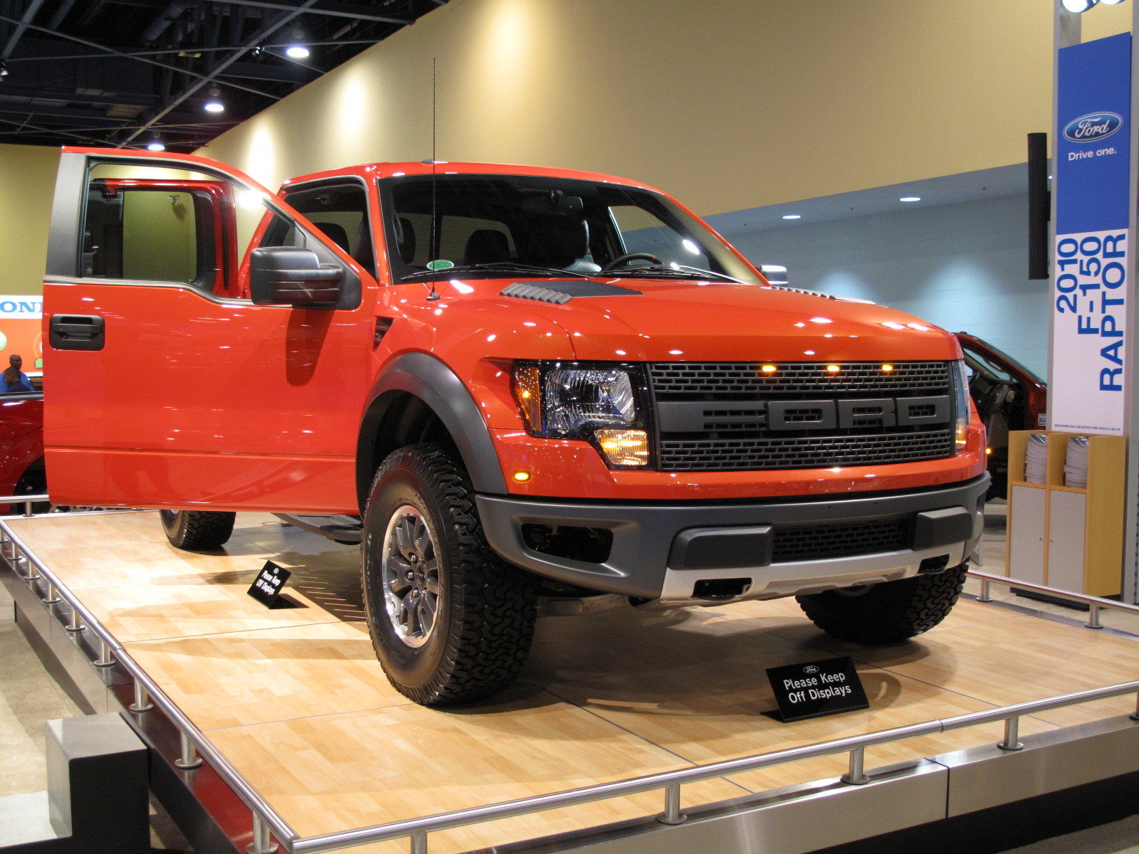 ford brings the new svt raptor to the 2009 south florida international auto show news gallery. Black Bedroom Furniture Sets. Home Design Ideas