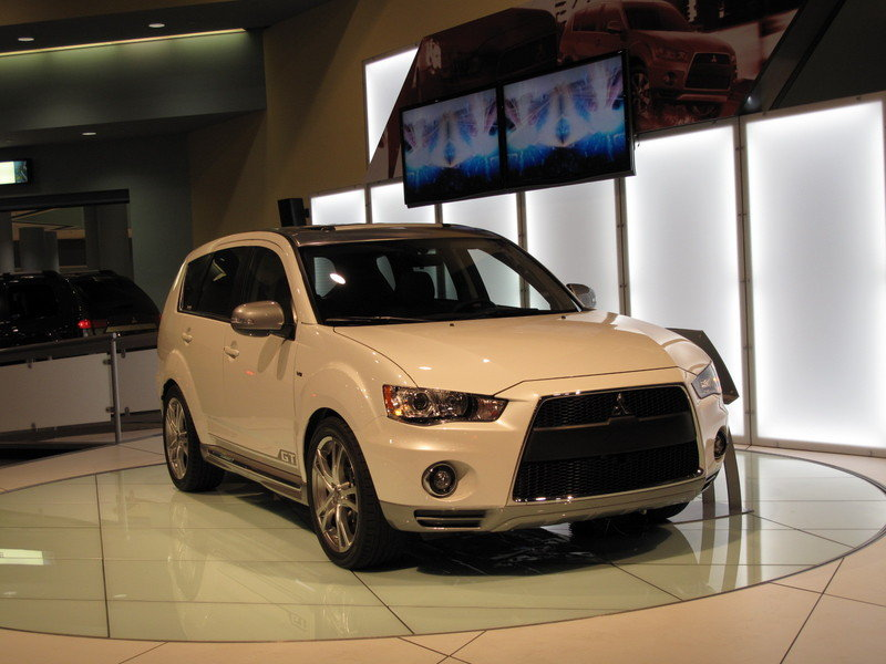 Mitsubishi brings the Outlander GT Protoype to the 2009 South Florida International Auto Show