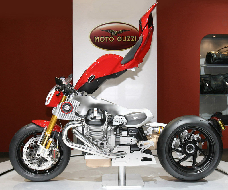Moto Guzzi unveils three amazing concepts at EICMA 2009: V12 LeMans, V12 X and V12 Strada - image 332974