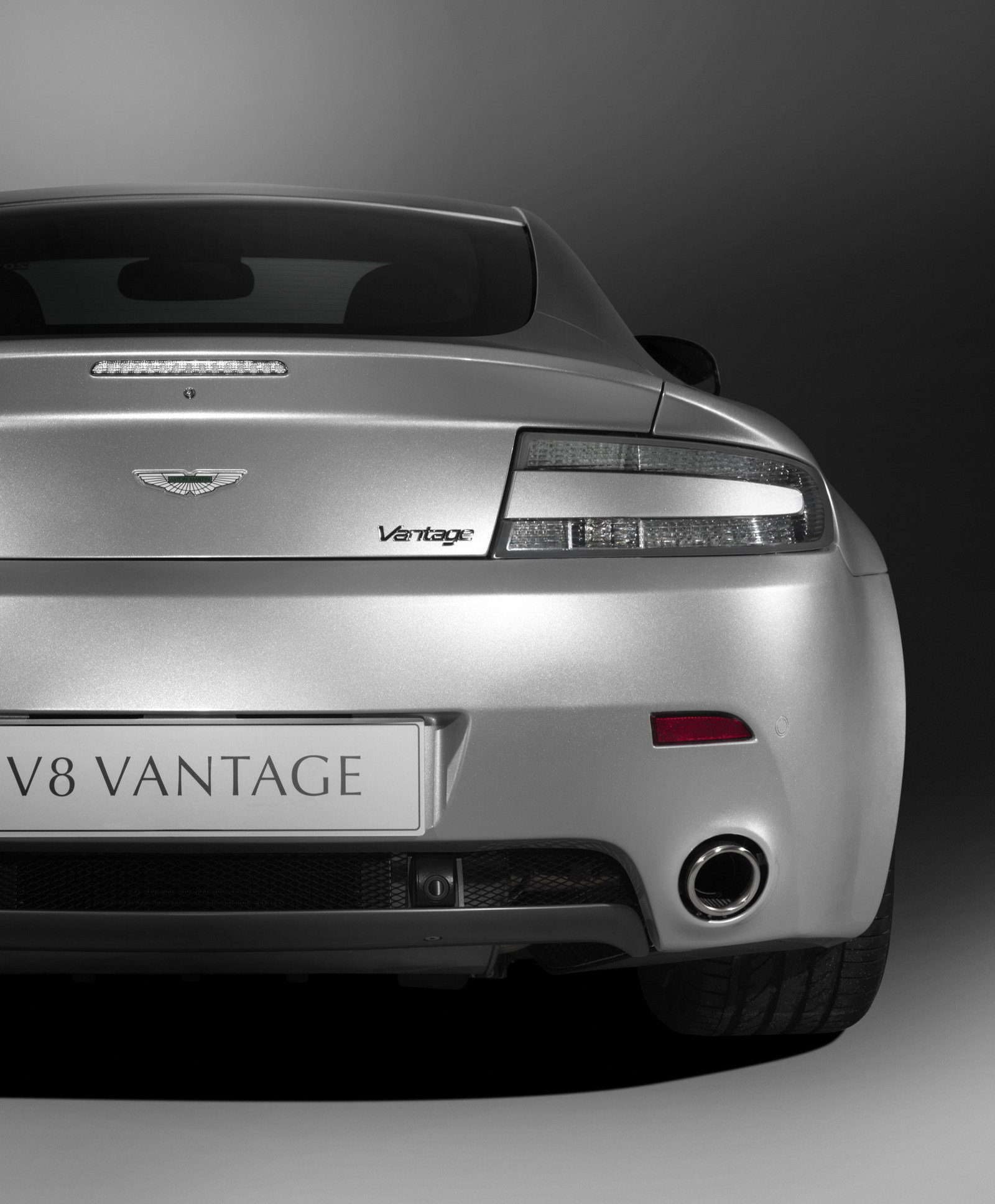 2010 Aston Martin V8 Vantage High Quality