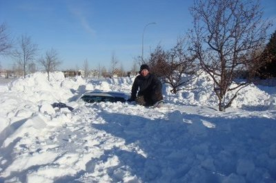 BMW E90 3-Series gets buried in snow
