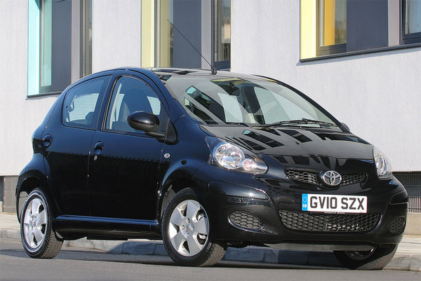 2010 toyota aygo black car review top speed. Black Bedroom Furniture Sets. Home Design Ideas