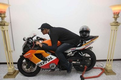 Dead Puerto Rican gets his Honda CBR600 instead of coffin [w/video]