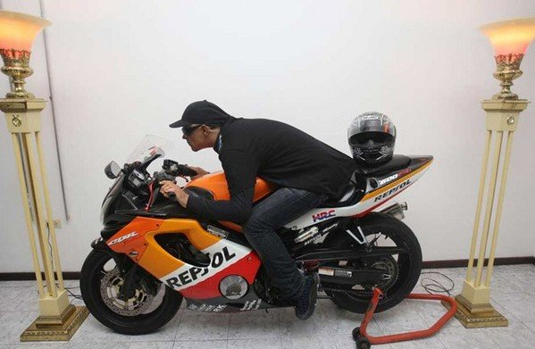 Yamaha Electric Motorcycle >> Dead Puerto Rican Gets His Honda CBR600 Instead Of Coffin ...