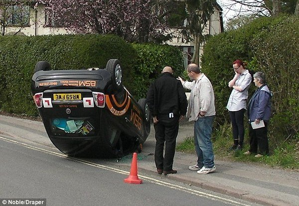 http://pictures.topspeed.com/IMG/crop/201004/student-driver-crash_600x0w.jpg