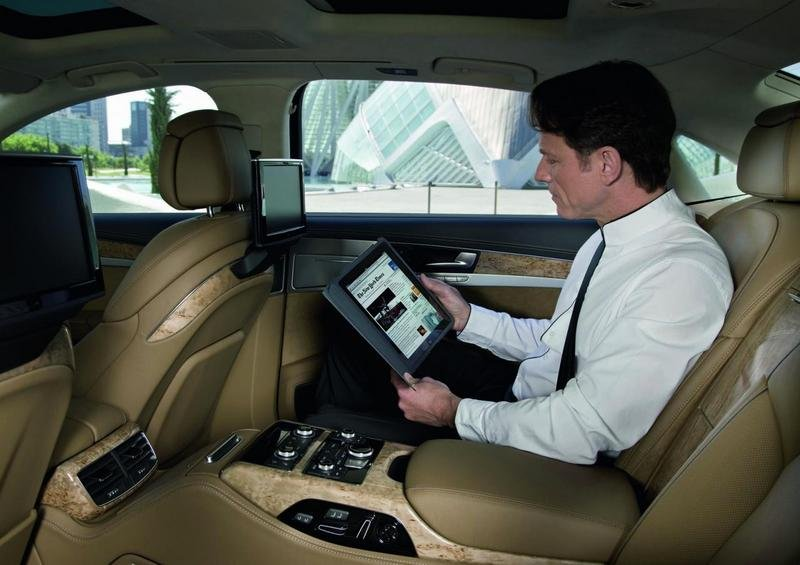 Audi introduces wireless Internet access for the A8
