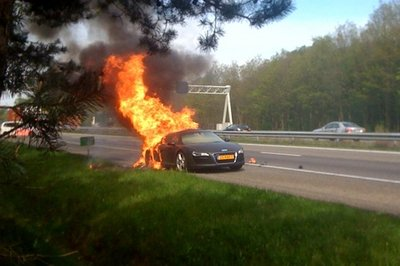 Audi R8 V8 catches fire in the Netherlands