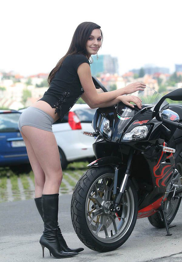 Triumph Cafe Racer >> Sexy Bikers: Brunette & Aprilia RS125 - Picture 360396 ...