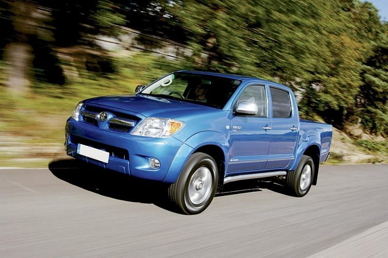 2010 Toyota Hilux by Unichip