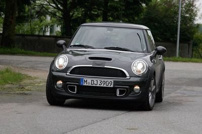 MINI Cooper facelift spied undisguised