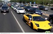 Auto entourage in wedding features 12 Lamborghinis and two Rolls Royce Phantoms - image 367225