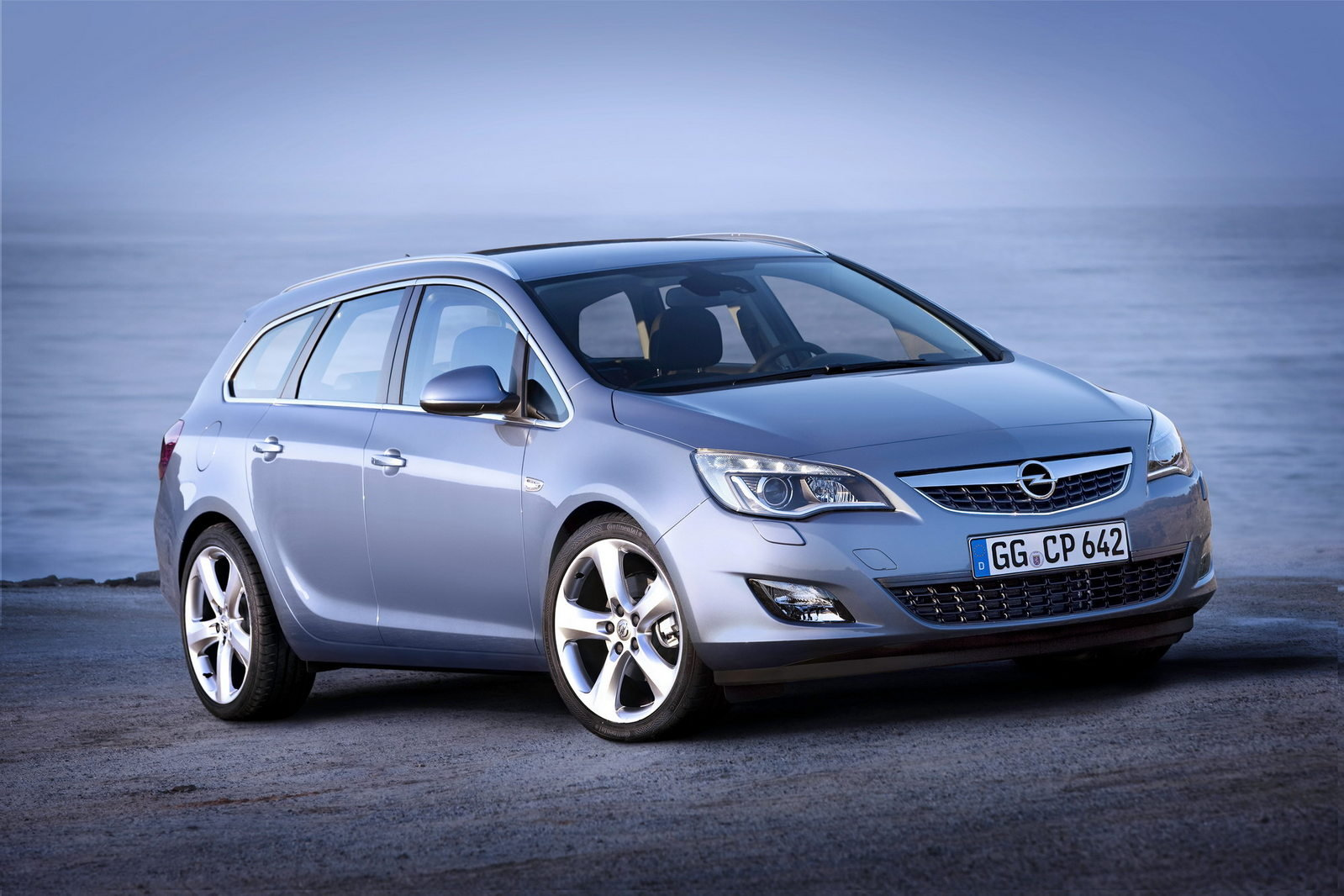 2011 opel astra sports tourer review top speed. Black Bedroom Furniture Sets. Home Design Ideas