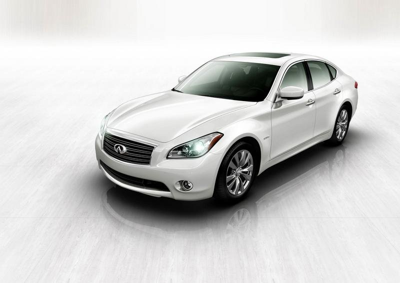 Infiniti M hybrid aimed for double mileage