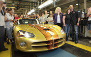 Last Dodge Viper rolls out of the production plant - image 367789