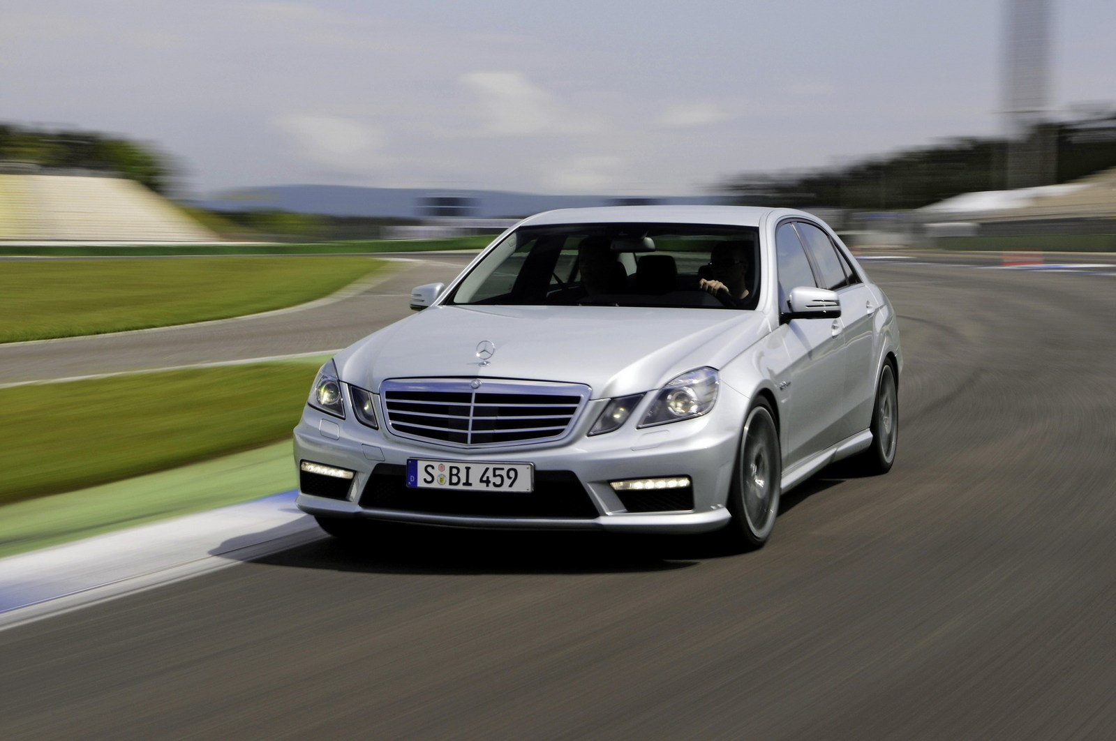 2011 mercedes e63 amg review top speed. Black Bedroom Furniture Sets. Home Design Ideas
