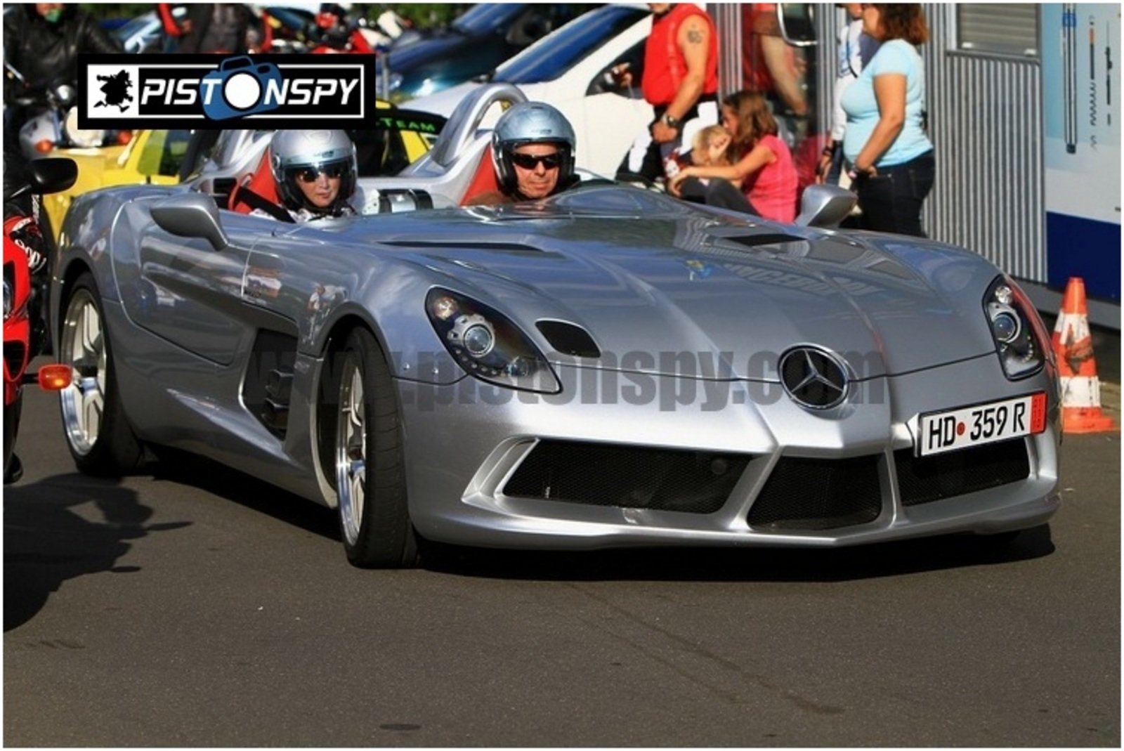 mercedes mclaren slr stirling moss takes a lap on the nurburgring news top speed. Black Bedroom Furniture Sets. Home Design Ideas