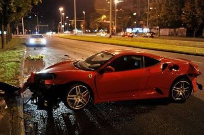 Ferrari 430 crashes after making a bee-line towards a tree