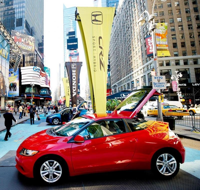 Honda unveils CR-Z sports hybrid coupe 3D-style in Times Square