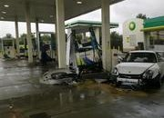 Porsche 911 GT3 RS crashes at gas station in the UK - image 374442