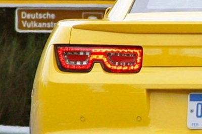 Spy shots of the 2012 Chevrolet Camaro reveal new lights and mirrors Exterior - image 376825