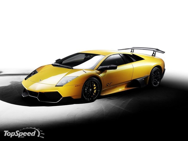 Lamborghini commemorates the Murcielago with parade of V12 cars