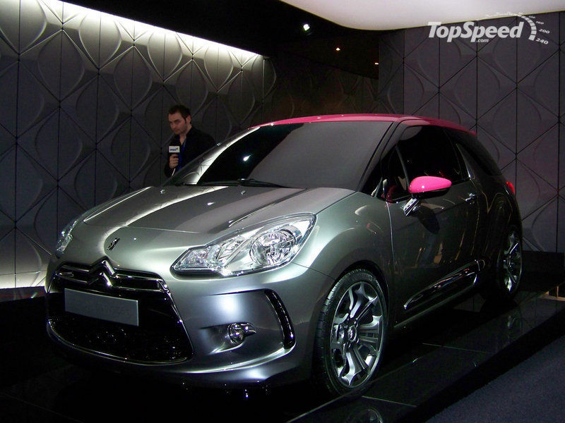 Battle of the Sports Hatches: Fifth Gear compares the Citroen DS3 with the Honda CR-Z