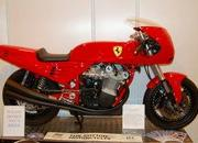 Custom one-off Ferrari 900 Motorcycle up for auction - image 386292
