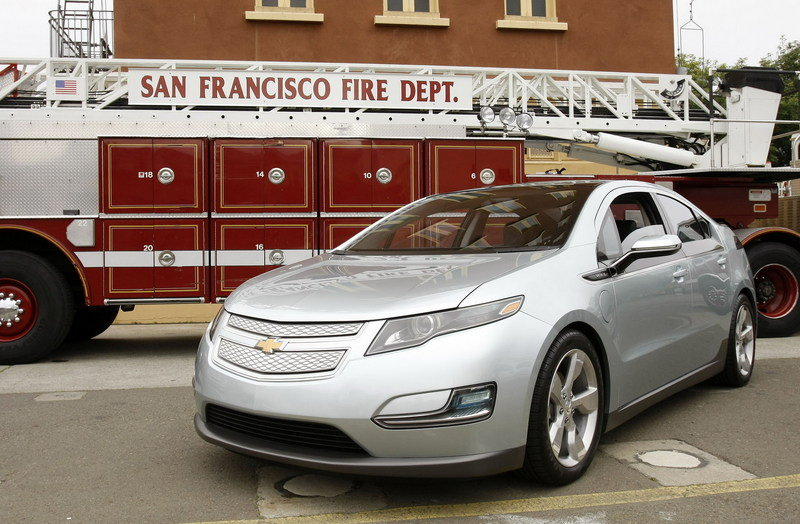 First Chevrolet Volt auctioned for $225,000