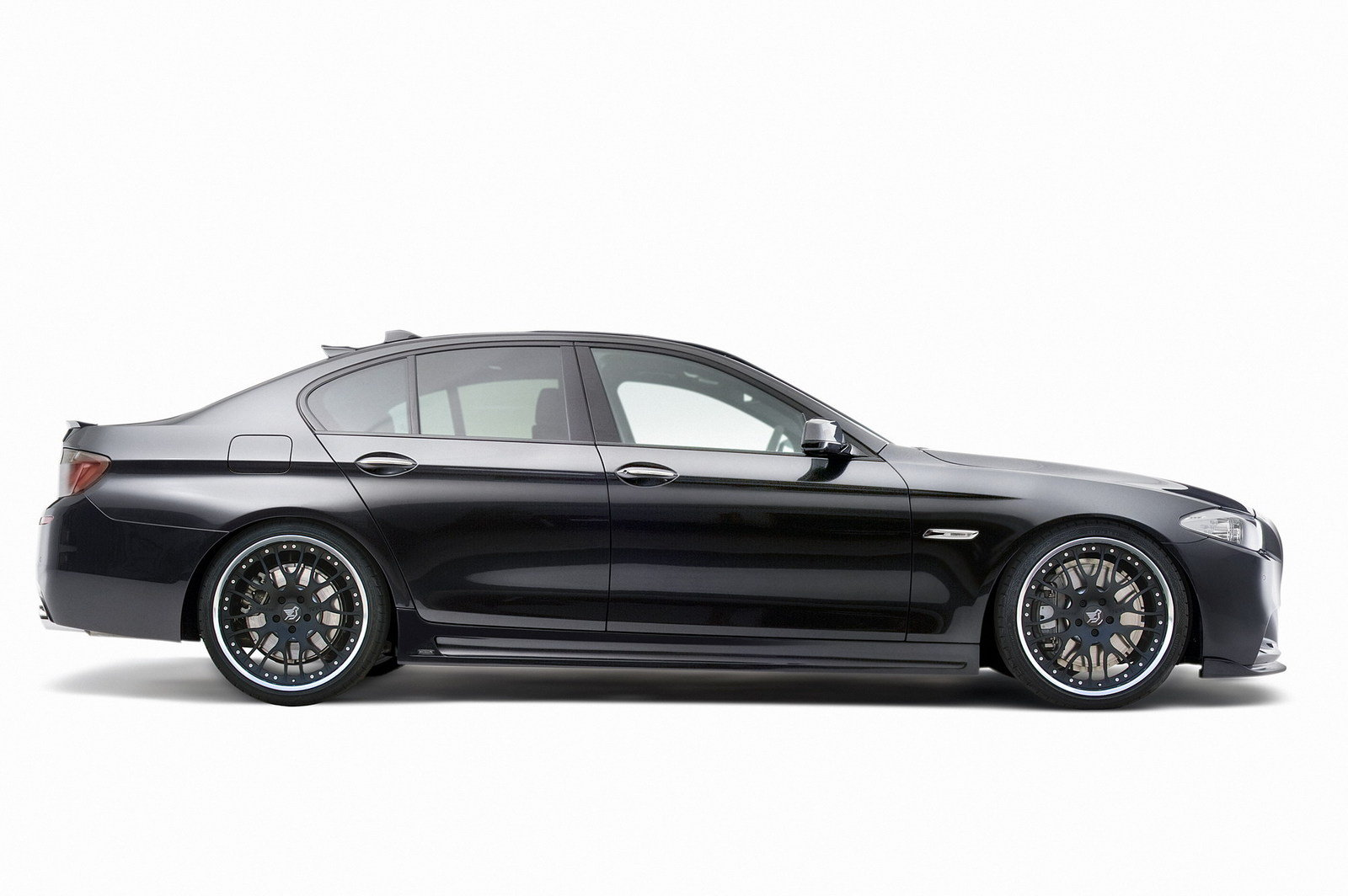 http://pictures.topspeed.com/IMG/crop/201102/bmw-5-series-with-m--1_1600x0w.jpg